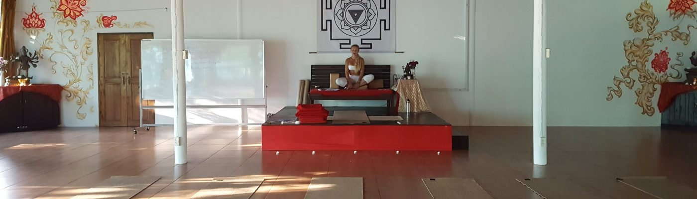 Hall de yoga, Agama